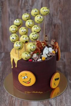 Cookie Drawing, Emoji Cake, Wilton Cake Decorating, Chocolate Delight, Candy Cakes, Edible Cake, Cake Pictures, Drip Cakes, Cake Tutorial