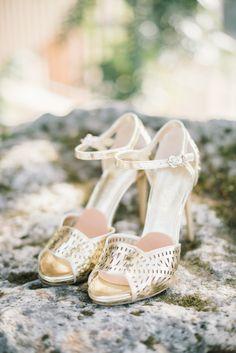 Photography : Delbarr Moradi Photography | Wedding Dress : Oleg Cassini | Brides Shoes : Ivanka Trump
