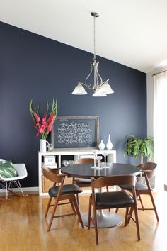 9 Striking Navy Blue Paint Colors For Your Room Makeover - - Looking for the perfect navy paint for your interior painting project? Here are nine popular navy blue paint colors with real-life examples of each. Navy Blue Living Room, Dining Room Blue, Dining Room Walls, Navy Blue Rooms, Navy Blue Walls, Navy Blue Paints, Blue Painted Rooms, Blue Living Room Paint, Room Chairs