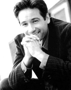 David Duchovny - I totally would, and my husband knows I would! Love him in The X-Files. Zone Interdite, X Files, David And Gillian, Best Tv Couples, Chris Carter, Dana Scully, David Duchovny, Gillian Anderson, Movies
