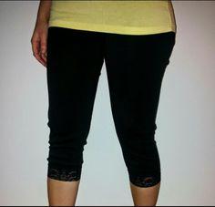 tälläset legginsit mustat ja valkoiset kokoa 50-52 Capri Pants, Fashion, Moda, Capri Trousers, Fashion Styles, Fashion Illustrations