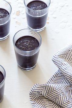 Blueberry Peach Kale Chia Smoothie Recipe from:jellytoastblog.com