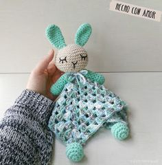 42 Ideas crochet gifts ideas for kids baby blankets Crochet Security Blanket, Crochet Lovey, Crochet Beanie Pattern, Crochet Gratis, Crochet Stars, Crochet Bunny, Crochet Stitches Patterns, Love Crochet, Baby Blanket Crochet