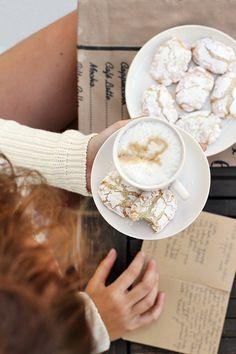 Ricciarelli - włoskie migdałowe ciasteczka z cytryną i wanilią