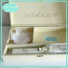 *interior*  Caixa de madeira, decorada de acordo com preferência da cliente, com três divisórias para concha, vela e toalha. Medidas: 25x37x6,5cm  +info  Facebook message Email storin@sapo.pt