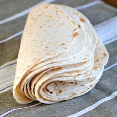 Homemade flour tortillas are the best you can eat. I have made them for years for myself because I prefer them over any I can buy. Think Food, I Love Food, Good Food, Yummy Food, Pate A Tacos, Mexican Dishes, Mexican Food Recipes, Mexican Cooking, Drink Recipes