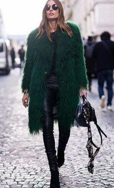 Outfit Glam rock style Manteau fourrure synthétique Vert et silm cuir lunette ronde
