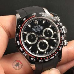 ⚡️ Don't ask me how I have access to this Rolex Daytona because I don't quite understand either Credits must go to @michael_ck_ and @classicwatchrepair Dedicating this to @watchfamasia and @rolexaholics ❤️ What do you think about this new #RolexDaytona ? or ? #Bearwrist #WatchFamAsia #Rolexaholics #Rolex #Daytona