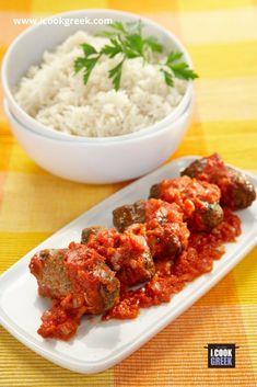 Φτιάχνουμε σουτζουκάκια σμυρνέικα, παραδοσιακά και τα σερβίρουμε με ρύζι Greek Recipes, Tandoori Chicken, Meat, Cooking, Ethnic Recipes, Food, Recipes, Kitchens, Beef