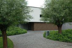 entrance Driveway Design, Driveway Gate, Garden Design, House Design, Contemporary Garden, Private Garden, Landscape Architecture, Trees To Plant, Backyard