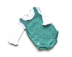 Child Knitting Patterns Free Knitting Sample for Topitos Child Romper – months. Out there in English and Spanish. Designed by Marta Porcel Baby Knitting Patterns Supply : Free Knitting Pattern for Topitos Baby Romper – months. Available in English… by Baby Romper Pattern Free, Onesie Pattern, Free Baby Patterns, Baby Clothes Patterns, Knitting Patterns Free, Free Knitting, Free Pattern, Baby Dungarees Pattern, Crochet Patterns