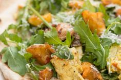 Grilled Breakfast Pizza with Torn Potato Croutons Arugula, Tomato and Egg - Potato Goodness Unearthed Grill Breakfast, Breakfast Potatoes, Vegetable Side Dishes, Vegetable Pizza, Healthy Potato Recipes, Pizza Recipes, Potato Dishes, Potato Casserole, Meals For The Week