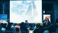 """Nicole M. Pfeffer bei ihrem Keynote """"Neues Denken"""" in Hamburg - mit dabei Andreas Buhr, Oliver Geiselhart, Udo Herrmann. Initiator Steve Kroeger!"""