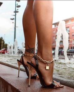 Sexy Legs And Heels, Hot High Heels, Dress And Heels, Beautiful High Heels, Gorgeous Feet, Talons Sexy, Pantyhose Heels, Stiletto Shoes, Women's Feet