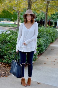 Styling a super breezy thermal on the blog today! www.rosyoutlookblog.com thermal, free people, boho, topshop, booties, fall, style, casual, fedora, tory burch