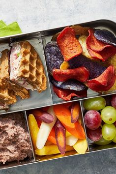 Multigrain Waffle-Sandwich With Veggie Cream Cheese Best Waffle Recipe, Waffle Recipes, Brunch Recipes, Breakfast Recipes, Vegetable Chips, Homemade Sandwich, Waffle Sandwich, Cream Cheese Spreads, Lunch To Go