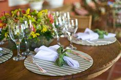 Como decorar as mesas do casamento? caseme