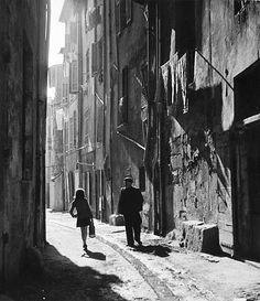 Robert Doisneau  //   Blaise Cendrars dans les rues d'Aix-en-Provence, c.1945