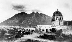 Foto de la antigua Ciudad de Monterrey: atrás se divisa el Cerro de la Silla. ¿Interesante no?