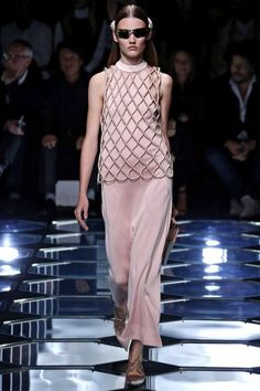 #Balenciaga P/V 2015 #ParisFashionWeek #PFW15   telva.com