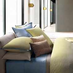 Bring fresh design to your sleeping space with this Jatoba duvet cover from Hugo Boss. Fading from sunny yellow, to cool blue and through to dusky pink, this duvet cover features a small scale wave...