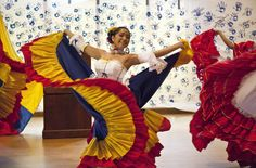 There are many popular types of dance in Colombia. The most popular music to dance to is Cumbia. Some other popular types of dance are the salsa, vallenato, and raggaeton.