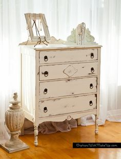 I just finished up this dresser which I custom painted for a client. I love redoing dressers. they are just the right size. It's painted in ASCP Old White……