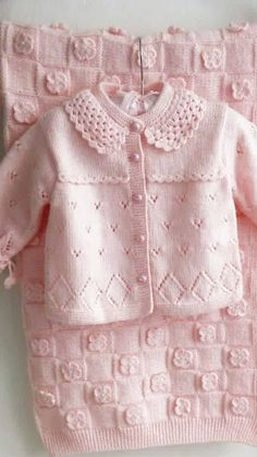 Baby clothes should be selected according to what? How to wash baby clothes? What should be considered when choosing baby clothes in shopping? Baby clothes should be selected according to … Baby Cardigan Knitting Pattern Free, Baby Knitting Patterns, Knitting Designs, Knitting Ideas, Knit Baby Sweaters, Knitted Baby Clothes, Knitted Baby Cardigan, Baby Knits, Knitting For Kids