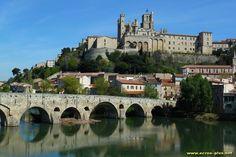 Le Pont Vieux sur l'Orb a Beziers et la Cathedrale Saint Nazaire (34)