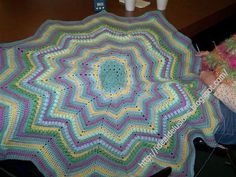 Basic Round Ripple Afghan | Learn how to make a basic round ripple afghan using any colors from your yarn stash!