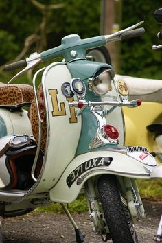 full bodied and gorgeous - Vintage Scooters – full bodied and gorgeous!Vintage Scooters – full bodied and gorgeous! Retro Scooter, Lambretta Scooter, Vespa Scooters, Vespa 150 Sprint, Retro Roller, Vespa Smallframe, Bulldog Rescue, Skinhead Girl, Pedal Cars