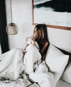 cozy / coffee in bed Shotting Photo, Coffee In Bed, Cozy Coffee, Coffee Break, Jenifer Aniston, Photo Images, Shows On Netflix, Landscape Illustration, Illustration Art
