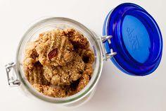 niam niammm...: Veganiški kynvos (angl. quinoa) sausainiukai su razinomis / kvepiantys riešutais ir sveikata