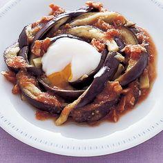 レタスクラブの簡単料理レシピ すりおろしトマトのドレッシングで「なすの温たまサラダ」のレシピです。
