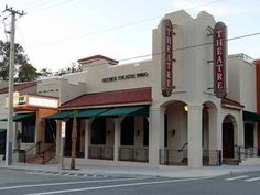 Florida Studio Theatre is a contemporary 3-theatre campus, located in the heart of downtown Sarasota, FL.