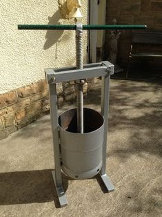 Gas Cylinder to Fruit Press : 10 Steps - Instructables Homemade Apple Juice, Homemade Cider, Homemade Tools, Apple Cider Press, Making Apple Cider, Wine Press, Recycling Machines, Moonshine Still, Metal Working Tools