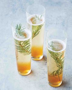 This juniper champagne cocktail recipe is absolutely ideal for your next winter gathering. Delicious!