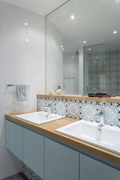 Bathroom closet modern cabinets 65 Ideas for 2019 Small Bathroom Storage, Bathroom Closet, Diy Bathroom Decor, Bathroom Shelves, Bathroom Colors, Bad Inspiration, Bathroom Inspiration, Small Master Closet, Lavatory Design