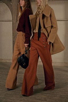 CHLOE  http://www.refinery29.com/pre-fall-trends-2015#slide-14  Chloé You know that Clare Waight Keller's team was waiting around with bated breath for the return of '70s vibes, and all of the peasant blouses, little capes, bell-bottom jeans, and thigh-high boots they bring. It's rich and cozy, androgynous but sexy, and timed perfectly — a year or two ago, this collection would have felt dated, but coming in the ...