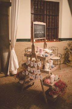 rustic sweet table http://weddingwonderland.it/2015/06/matrimonio-rustico-vintage.html
