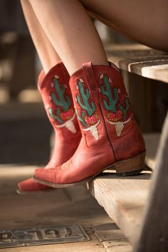Red Cowgirl Boots, Red Boots, Cowgirl Style, Short Cowboy Boots, Custom Cowboy Boots, Cowboy Chic, Cowboy Shoes, Cowgirl Fashion, Botas Western
