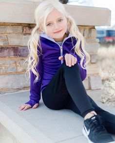 If you're looking for hairstyles that can allow you to comfortable when you are doing Little Girl Models, Little Girl Outfits, Little Girl Fashion, Cute Young Girl, Cute Girls, Mädchen In Leggings, Blonde Kids, Jasmine Hair, Girls Sports Clothes