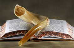 Judeus lembram o Yom Kipur (Dia do Perdão), a data mais sagrada do calendário judaico.