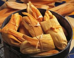Chicken and Cheese Tamales!just maybe one day I'll get around to making tamales :) Chile Cheese Tamales Recipe, Beef Tamales, Chicken Tamales, Tamale Recipe, Tamales Food, Mexican Tamales, Homemade Tamales, Homemade Pasta, Vegan Tamales
