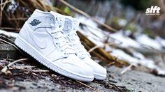 """Der Air Jordan 1 MID """"White/Cool Grey"""" ist 2015 mit dem Leder-Update wieder da! http://www.soulfoot.de/de/Sneaker/Air-Jordan-1-MID,50,554724-102.html #airjordan #aj1 #allwhite #jumpman23 #sneaker #soulfoot #slft"""