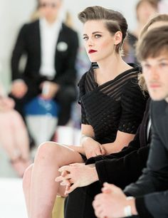 "kristensource: ""Kristen Stewart during the Chanel Cruise Collection show in Seoul, South Korea (May "" This look is like if I was actress pretty instead of regular human pretty Kristen Stewart Chanel, Kristen Stewart Hair, Kirsten Stewart, Queer Hair, Short Hair Cuts, Short Hair Styles, Elizabeth Gillies, Kellan Lutz, Sarah Shahi"
