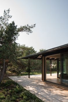Johan Sundberg completes Swedish holiday home that takes cues from Japanese architecture Traditional Japanese House, Chief Architect, Appartement Design, Hip Roof, Forest Floor, Japanese Architecture, Architecture Office, Futuristic Architecture, Sliding Glass Door