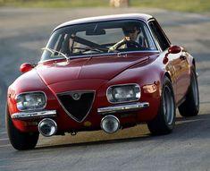 Alfa Romeo 2600 SZ by - Autos und Motorräder Alfa Romeo 2600, Alfa Romeo Cars, Alfa Cars, Retro Cars, Vintage Cars, Antique Cars, Vintage Metal, Vintage Signs, Ferrari