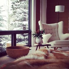 Cozy for christmas lake home мансарда, окно Living Room Inspiration, Home Decor Inspiration, Modern Scandinavian Interior, Chalet Chic, Interior And Exterior, Interior Design, Loft, Home Living Room, Architecture