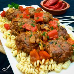 Russian style meatballs with Podlivka or gravy, served with pasta or mashed potato. - Kotleti with Podlivka (Котлеты с подливкой) Ukrainian Recipes, Russian Recipes, Russia Food, Great Recipes, Dinner Recipes, Drink Recipes, Dinner Ideas, Favorite Recipes, Beef Recipes